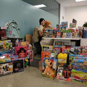 Innit - Innit Gives Back to St. Francis Center in Redwood City for Christmas (parents pick the toys for their children).