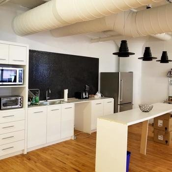 Coinsquare - Our fabulous (and clean!) kitchen