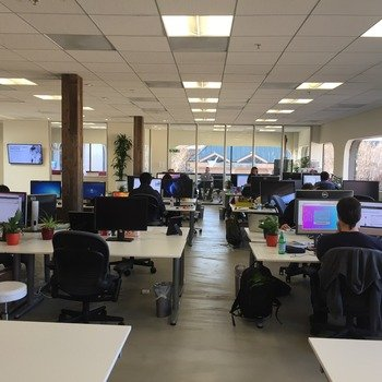 Loop Commerce - Sunny loft with lots of windows looking out on vibrant downtown Menlo Park, 2 mins from Caltrain