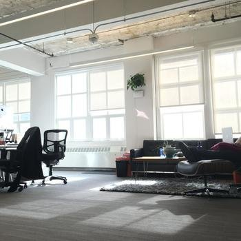Goodshop - Sunny work space